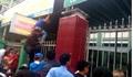 Đà Nẵng: Người xếp hàng từ rạng sáng, kẻ trèo rào mong được tiêm vắc xin cho con