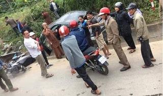 Ô tô do nhà sư cầm lái va chạm xe máy, một phụ nữ bị thương nặng