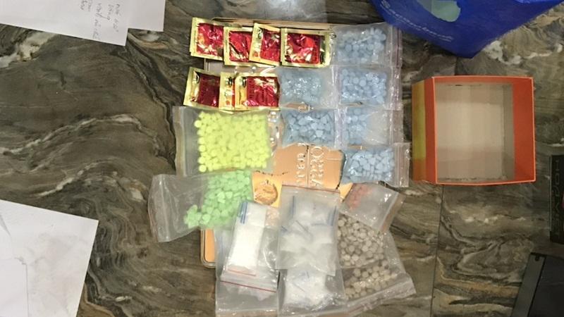 Bắt giữ 4 đối tượng chuyên cung cấp ma túy cho các quan karaoke