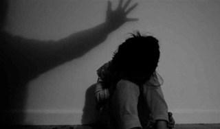 Gã cha thú tính giở trò đồi bại với con gái ruột 10 tuổi