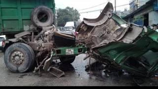 Tin tức TNGT ngày 30/3/2019:  Xe tải lao vào nhà dân, tài xế và phụ xe tử vong
