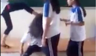 Vụ nữ sinh bị bạn học đánh hội đồng ở Hưng Yên: Tạm đình chỉ học 5 học sinh đánh bạn