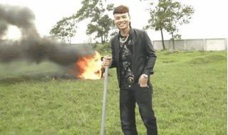 """Khá """"bảnh"""" trần tình về hành động đập phá, đốt xe tay ga để quay clip"""