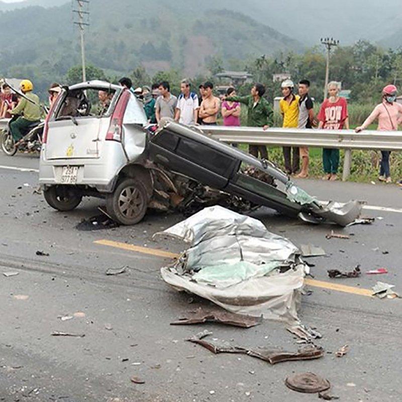 Xe ô tô va chạm trực diện xe ben ở Hoà Bình: Xác định danh tính các nạn nhân8