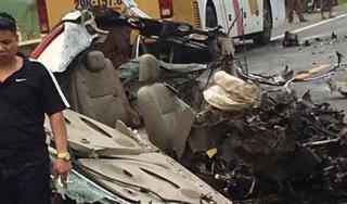 Hiện trường vụ xe ben đâm nát xe con khiến tài xế tử vong trong cabin