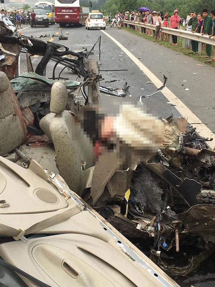 Xe ô tô va chạm trực diện xe ben ở Hoà Bình: Xác định danh tính các nạn nhân4