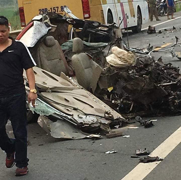 Xe ô tô va chạm trực diện xe ben ở Hoà Bình: Xác định danh tính các nạn nhân3