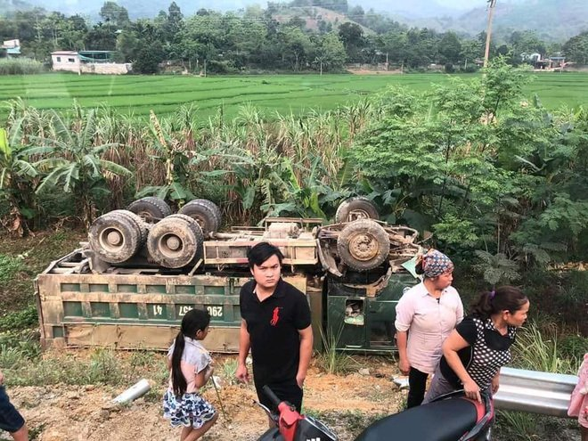 Xe ô tô va chạm trực diện xe ben ở Hoà Bình: Xác định danh tính các nạn nhân5