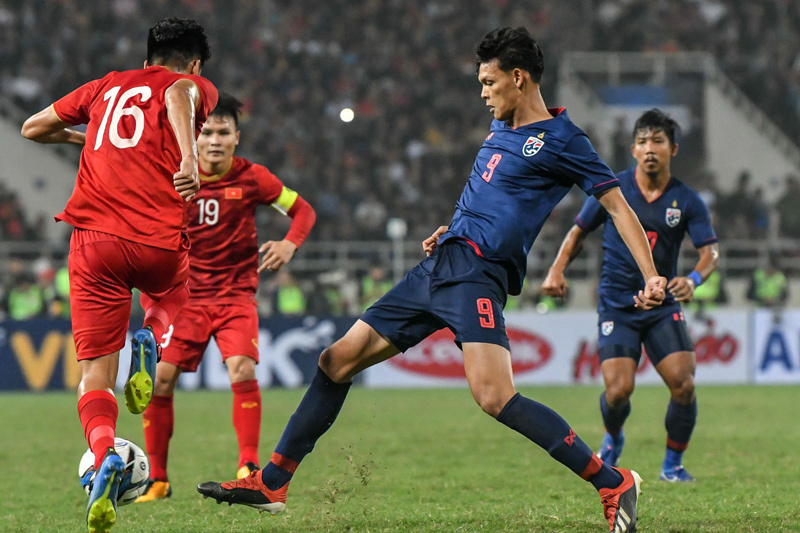Bóng đá Việt Nam giờ chơi bóng như Ngoại Hạng Anh