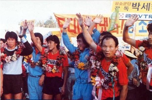 Lộ ảnh độc về HLV Park Hang Seo thời 'quần đùi, áo số'