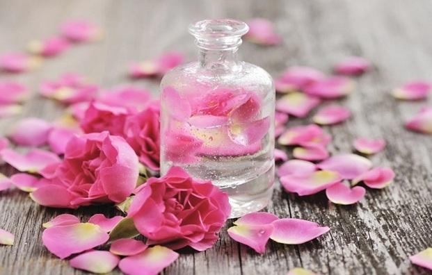 Làn da và câu chuyện làm đẹp của nước hoa hồng