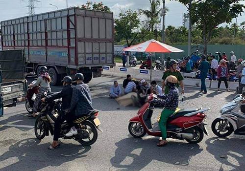Ngã ra đường sau va chạm giao thông, bé trai 10 tuổi bị xe tải cán tử vong thương tâm