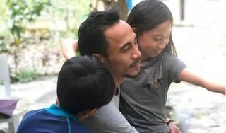 Vợ Phạm Anh Khoa tiết lộ chồng dạy con cách phản kháng khi bị kẻ xấu tấn công