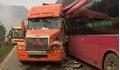 Hiện trường vụ tai nạn kinh hoàng trên đèo Hua Tạt giữa xe khách và container