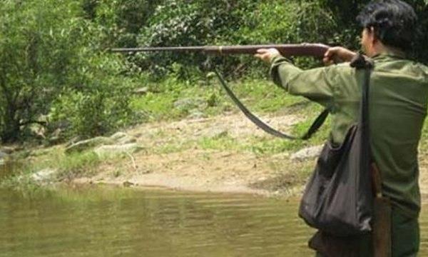 Thấy bụi cây động đậy tưởng thú rừng, thợ săn bắn nhầm người cùng làng