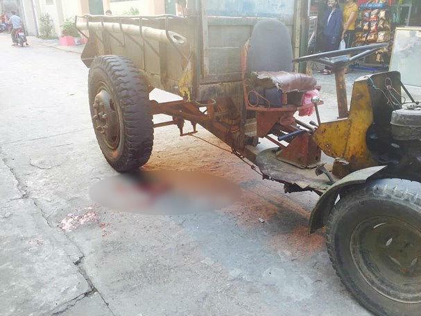 Lao ra đường bất ngờ, bé gái 4 tuổi bị xe công nông cán tử vong