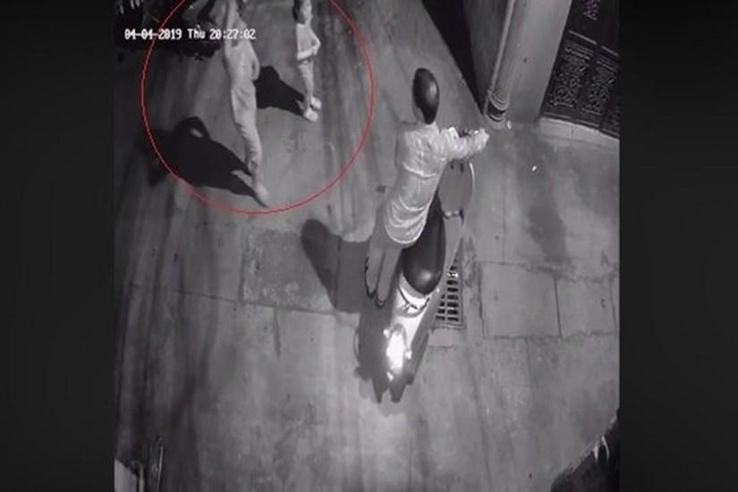 Hà Nội: Truy tìm người đàn ông đi xe không biển số dụ 2 bé gái vào hẻm tối để dâm ô