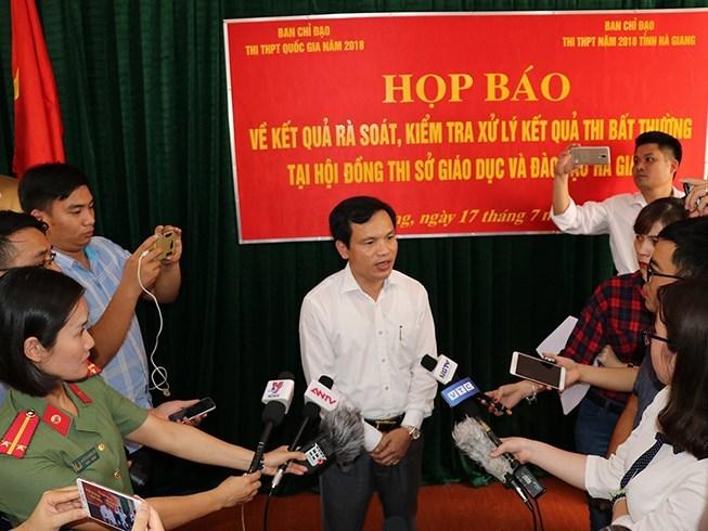 2 phó giám đốc Sở GD-ĐT Hà Giang bị khởi tố vụ gian lận điểm thi