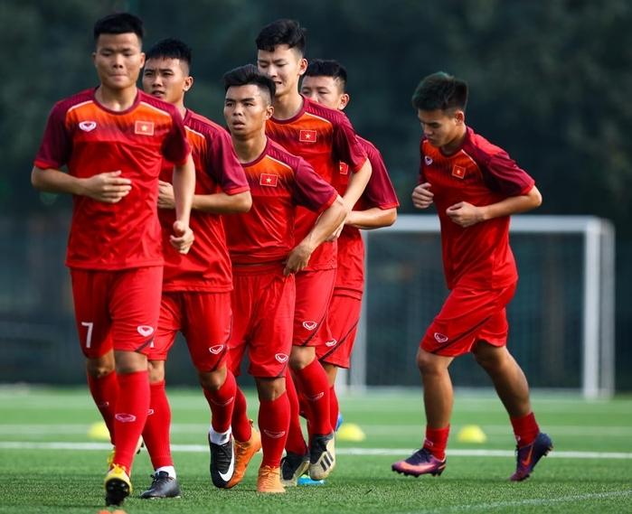 HLV Hoàng Anh Tuấn dẫn dắt U18 Việt Nam dự giải tứ hùng