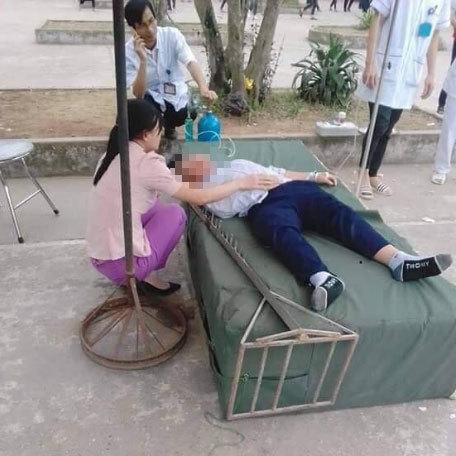 Hải Dương: Học sinh bất tỉnh khi bị đinh trên cột nhảy cao cắm vào đầu