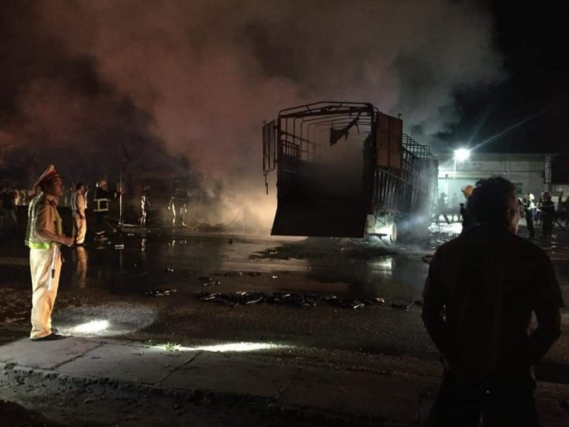 Hiện trường vụ xe tải bốc cháy khiến 2 người tử vong sau tai nạn liên hoàn ở Thanh Hoá6