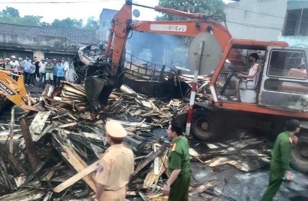 Hiện trường vụ xe tải bốc cháy khiến 2 người tử vong sau tai nạn liên hoàn ở Thanh Hoá8