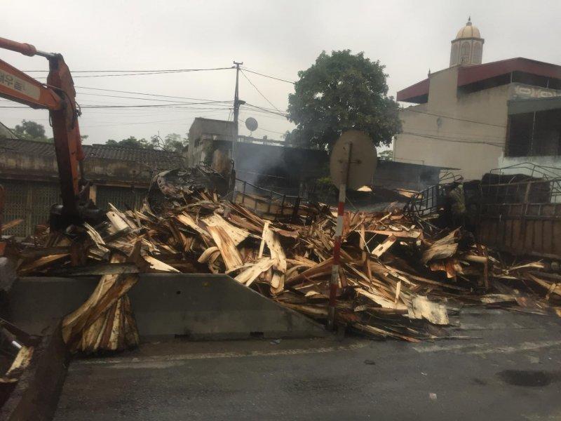 Hiện trường vụ xe tải bốc cháy khiến 2 người tử vong sau tai nạn liên hoàn ở Thanh Hoá9