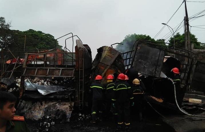 Hiện trường vụ xe tải bốc cháy khiến 2 người tử vong sau tai nạn liên hoàn ở Thanh Hoá4