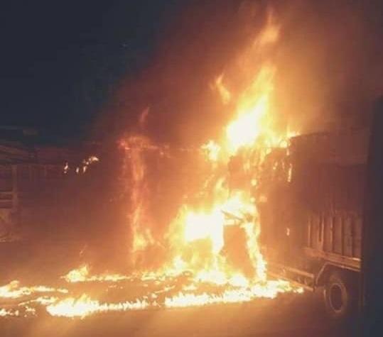Hiện trường vụ xe tải bốc cháy khiến 2 người tử vong sau tai nạn liên hoàn ở Thanh Hoá2