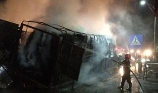 Hiện trường vụ tai nạn khiến xe tải bốc cháy, 2 người tử vong trong cabin
