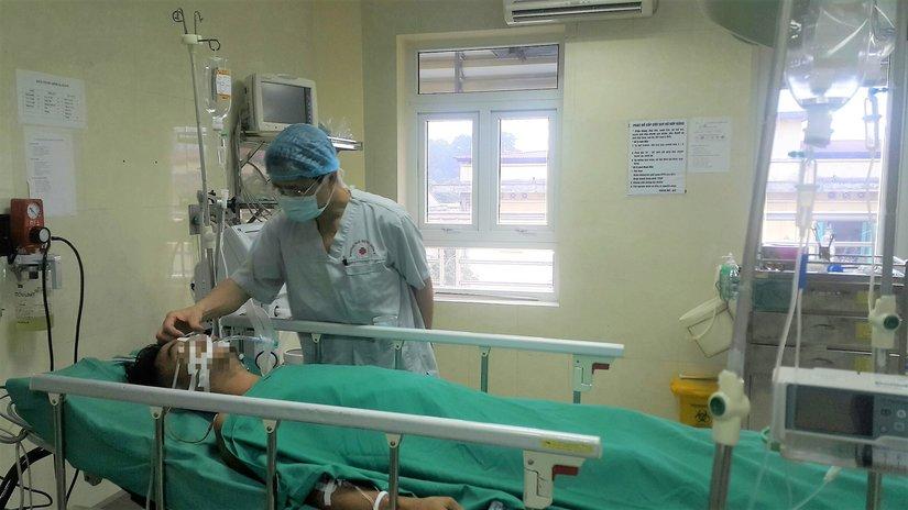 Các bác sĩ cứu nam thanh niên bị thanh sắt đâm thấu ngực 3