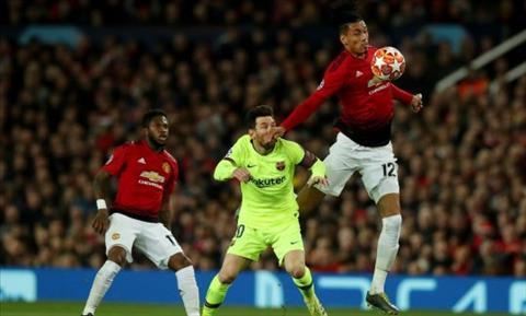 Hậu vệ Smalling cho rằng bản thân không có lỗi trong pha va chạm với tiền đạo Messi