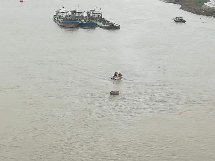 Hải Phòng: Cứu cô gái để lại xe máy, nhảy sông Cấm tự tử2