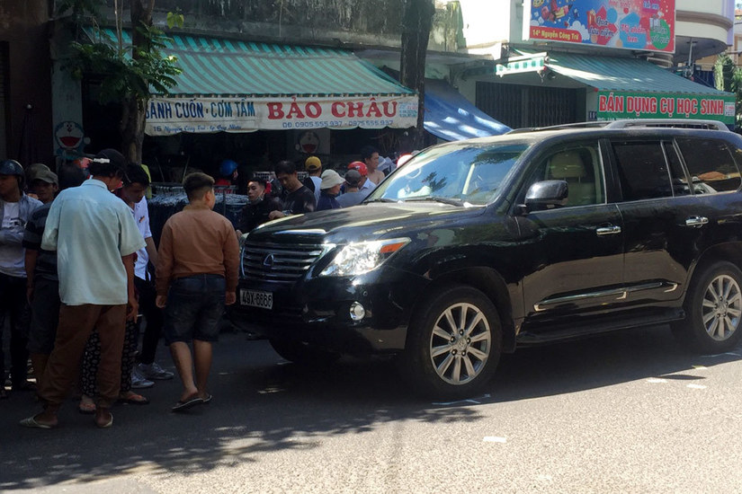 Xe Lexus biển tứ quý lao vào đám tang, nhiều người thương vong