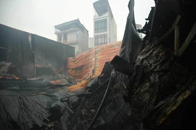 Cháy 4 nhà xưởng ở Hà Nội, 8 người chết và mất tích