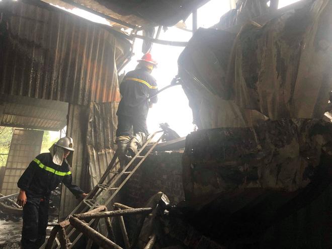 Hiện trường vụ hỏa hoạn nhà xưởng ở Hà Nội khiến 8 người chết và mất tích