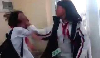 Quảng Ninh: Lại xuất hiện clip nữ sinh cấp 2 bị đánh dã man ngay tại lớp học