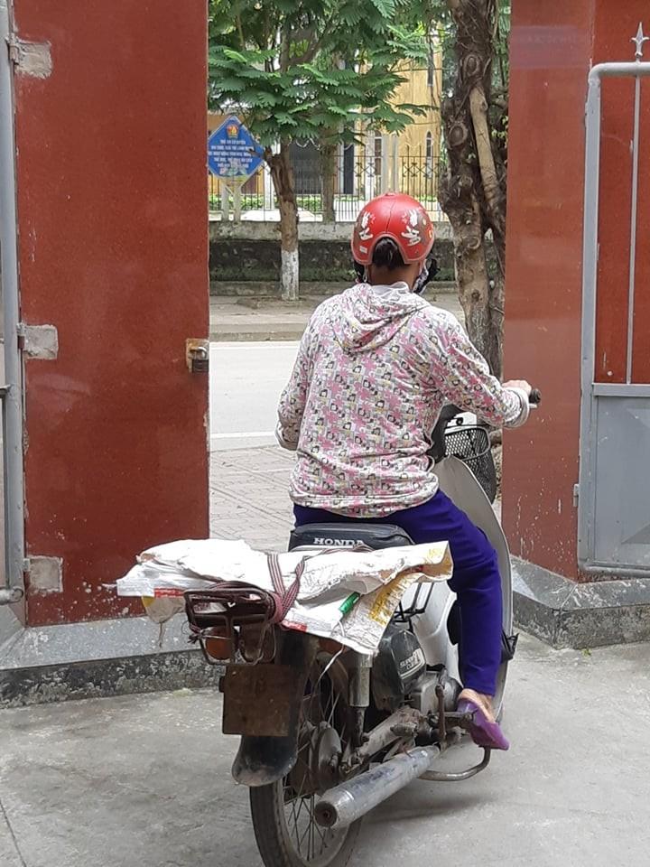 Người phụ nữ Ninh Bình gây xúc động khi tranh thủ đi đăng ký hiến tạng 2