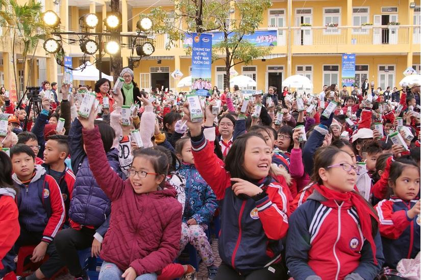 """Sữa học đường ở Hà Nội: """"Dấu son"""" cần nhân rộng"""