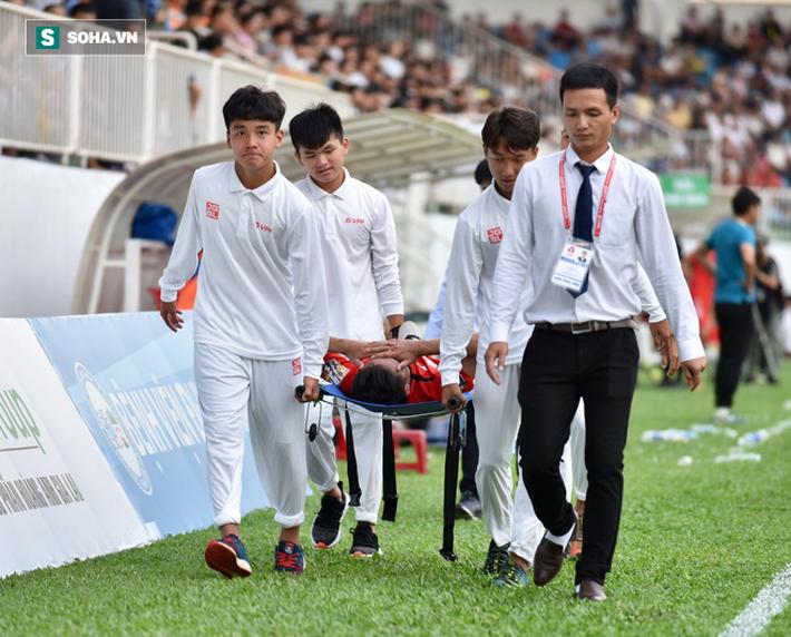 Triệu Việt Hưng gặp chấn thương nặng trong trận thắng Than Quảng Ninh