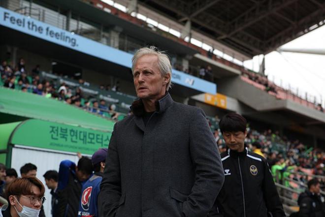 HLV Incheon United đau đớn thừa nhận sự thật về đội nhà