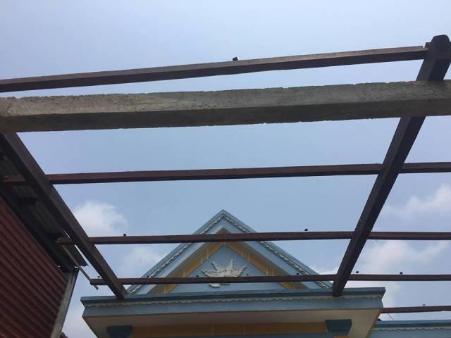 Quảng Bình: Lốc xoáy, mưa đá càn quét, hàng chục căn nhà bị tốc mái