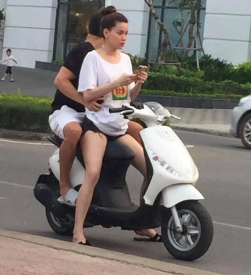 Không đội mũ bảo hiểm, Hà Hồ và Kim Lý bị ném đá