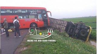 Nam Định: Tai nạn giao thông liên hoàn, xe khách 45 chỗ lao xuống ruộng