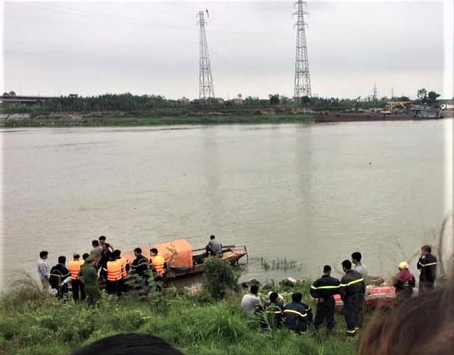 Sự thật thông tin 3 em học sinh nhảy cầu Hồ tự tử
