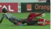 Clip: Thủ môn gặp chấn thương kinh hoàng khiến trọng tài bật khóc