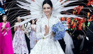 Trương Hồ Phương Nga lộng lẫy, xinh đẹp khi làm vedette