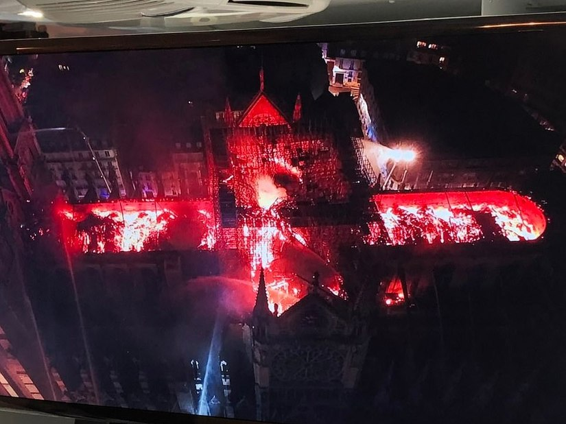 Chùm ảnh Nhà thờ Đức Bà Paris cháy ngùn ngụt, cả nước Pháp rơi lệ