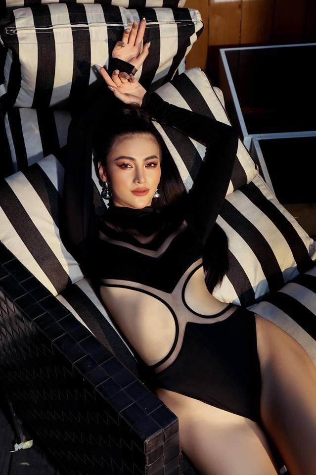 Phương Khánh mặc bikini khoe thân hình nóng bỏng