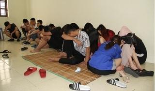 Hưng Yên: Phát hiện 17 nam nữ đang 'bay lắc' trong quán karaoke
